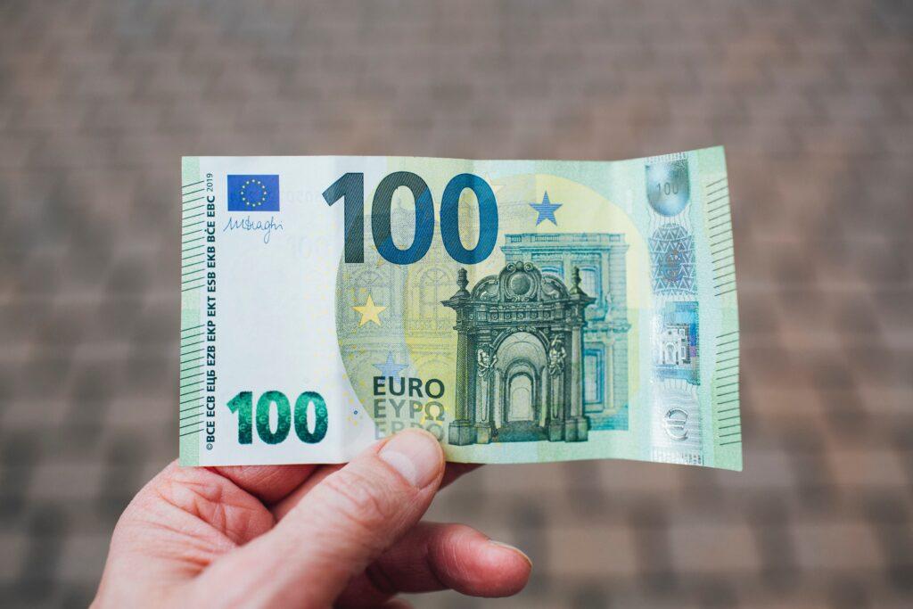 Ziel: 100 € monatlich von 6 Aktien